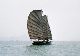 Jonque Vietnamienne. Source : http://data.abuledu.org/URI/5026bbee-jonque-vietnamienne