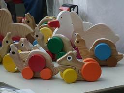 Jouets en bois. Source : http://data.abuledu.org/URI/5234d4a0-jouets-en-bois-