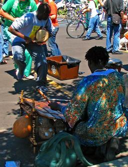 Joueur de balafon. Source : http://data.abuledu.org/URI/5301fc2a-joueur-de-balafon