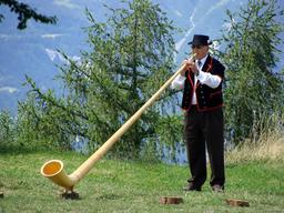 Joueur de cor des Alpes. Source : http://data.abuledu.org/URI/5300a823-joueur-de-cor-des-alpes