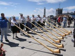 Joueurs de cor des Alpes. Source : http://data.abuledu.org/URI/5300aa70-joueurs-de-cor-des-alpes