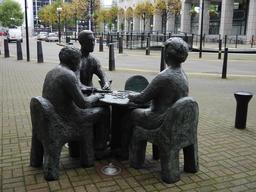Joueurs de domino. Source : http://data.abuledu.org/URI/5654a2a9-joueurs-de-domino