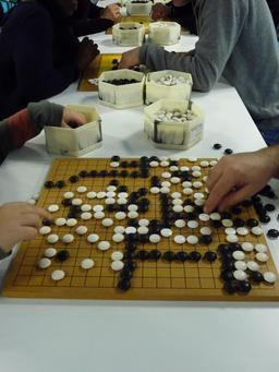 Joueurs de Go. Source : http://data.abuledu.org/URI/51d9a4d1-joueurs-de-go