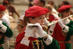Joueuses de flûte à Château-Thierry. Source : http://data.abuledu.org/URI/5395a522-joueuse-de-flute-a-chateau-thierry