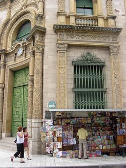 Kiosque à journaux en Argentine. Source : http://data.abuledu.org/URI/5358f650-kiosque-a-journaux-en-argentine