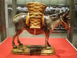 L'âne en faïence. Source : http://data.abuledu.org/URI/53f09483-l-ane-en-faience