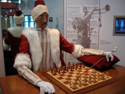 L'automate du joueur d'échecs. Source : http://data.abuledu.org/URI/50ec9e73-l-automate-du-joueur-d-echecs
