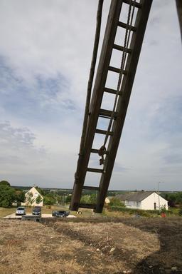 L'échelle extérieure du moulin de Bléré. Source : http://data.abuledu.org/URI/55dd6efb-l-echelle-exterieure-du-moulin-de-blere
