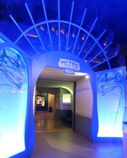 L'entrée du métro parisien au musée des automates. Source : http://data.abuledu.org/URI/582213c7-l-entree-du-metro-parisien-au-musee-des-automates