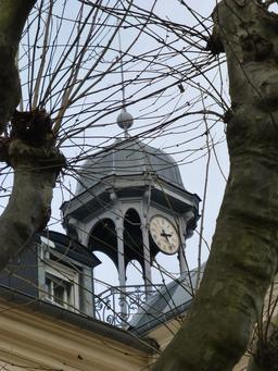 L'horloge de la manufacture de Sèvres. Source : http://data.abuledu.org/URI/585d39ec-l-horloge-de-la-manufacture-de-sevres