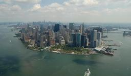 L'île de Manhattan à New York vue d'hélicoptère. Source : http://data.abuledu.org/URI/54fe1a85-l-ile-de-manhattan-a-new-york-vue-d-helicoptere