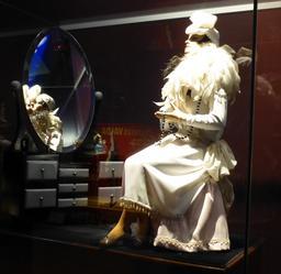La belle au miroir au musée des automates. Source : http://data.abuledu.org/URI/58221166-la-belle-au-miroir-au-musee-des-automates