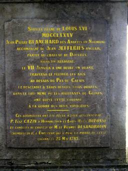 La colonne de Blanchard à Guînes. Source : http://data.abuledu.org/URI/51606bda-la-colonne-de-blanchard-a-guines