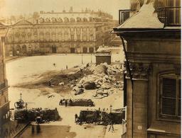 La colonne Vendôme renversée. Source : http://data.abuledu.org/URI/5946a595-la-colonne-vendome-renversee