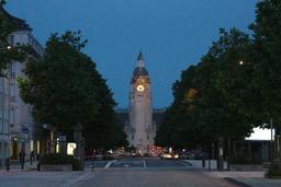 La grosse horloge le soir à La Rochelle. Source : http://data.abuledu.org/URI/5826273d-la-grosse-horloge-le-soir-a-la-rochelle