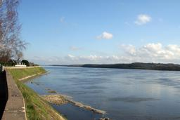 La Loire en amont d'Angers. Source : http://data.abuledu.org/URI/53837b72-la-loire-en-amont-d-angers