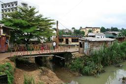 La passerelle d'Alioum Moussa à Douala. Source : http://data.abuledu.org/URI/52dae434-la-passerelle-d-alioum-moussa-a-doula
