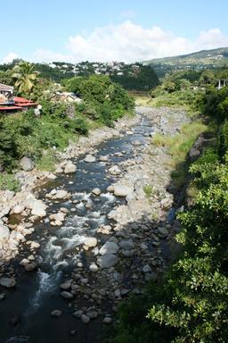 La Rivière-des-Pluies au pont Desbassyns. Source : http://data.abuledu.org/URI/5276c2e1-la-riviere-des-pluies-au-pont-desbassyns