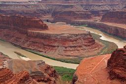 La rivière du Colorado dans l'Utah. Source : http://data.abuledu.org/URI/54fe1b24-la-riviere-du-colorado-dans-l-utah