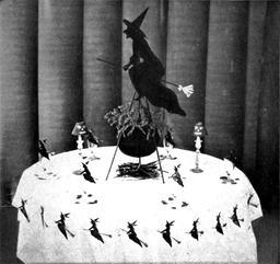 La table des sorcières à Halloween. Source : http://data.abuledu.org/URI/53e91322-la-table-des-sorcieres