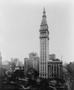 La tour du Met à NY en 1911. Source : http://data.abuledu.org/URI/589e6b37-la-tour-du-met-en-1911