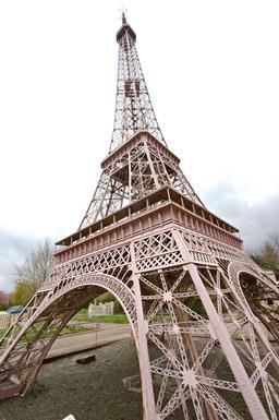 La Tour Eiffel à France Miniature. Source : http://data.abuledu.org/URI/5645a8ba-la-tour-eiffel-a-france-miniature