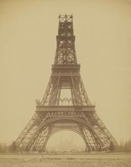 La Tour Eiffel en cours de construction en 1888. Source : http://data.abuledu.org/URI/53c71227-la-tour-eiffel-en-cours-de-construction-en-1888