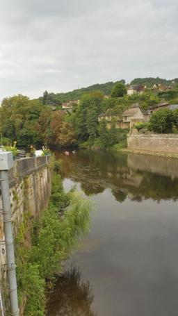 La Vézère à Montignac-24. Source : http://data.abuledu.org/URI/5994e81e-la-vezere-a-montignac-24