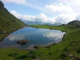 Lac d'Arou dans les Hautes-Pyrénées. Source : http://data.abuledu.org/URI/53ed0dfd-lac-d-arou