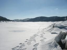 Lac des Bouillouses en hiver. Source : http://data.abuledu.org/URI/55192f91-lac-des-bouillouses-en-hiver
