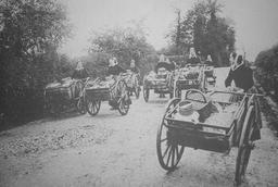 Laitières de Quimper se rendant au marché. Source : http://data.abuledu.org/URI/585882a9-laitieres-de-quimper-se-rendant-au-marche