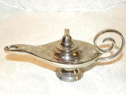 Lampe à huile. Source : http://data.abuledu.org/URI/54ca6004-lampe-a-huile