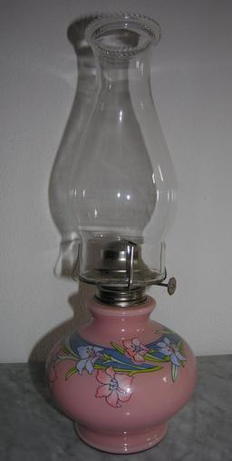 Lampe à pétrole. Source : http://data.abuledu.org/URI/5359069e-lampe-a-petrole