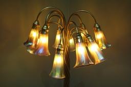 Lampe des lys de Tiffany, vers 1906-1910. Source : http://data.abuledu.org/URI/551be785-lampe-des-lys-de-tiffany-vers-1906-1910