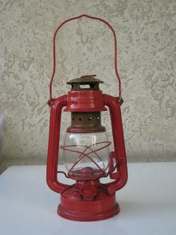 Lanterne à pétrole. Source : http://data.abuledu.org/URI/501d0b84-lanterne-a-petrole