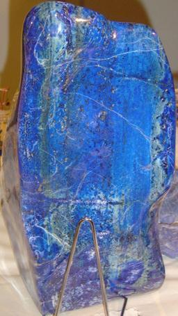 Lapis-lazuli, couleur outremer. Source : http://data.abuledu.org/URI/50d85cb4-couleur-bleu-d-azur