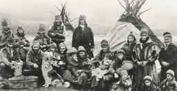 Lapons nomades au début du XXème siècle. Source : http://data.abuledu.org/URI/530103cf-lapons-nomades-au-debut-du-xxeme-siecle