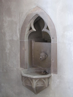 Lavabo gothique. Source : http://data.abuledu.org/URI/501c4004-lavabo-gothique