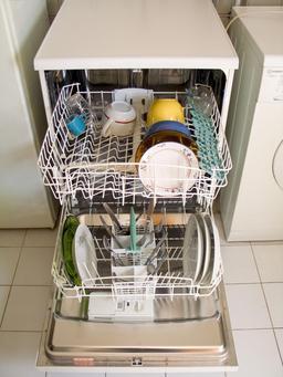 Lave-vaisselle. Source : http://data.abuledu.org/URI/51488c70-lave-vaisselle