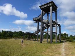 Le belvédère dans le parc du Bourgailh. Source : http://data.abuledu.org/URI/5826c4dd-le-belvedere-dans-le-parc-du-bourgailh