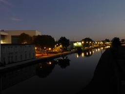 Le canal de nuit à Nancy. Source : http://data.abuledu.org/URI/5819dfe4-le-canal-de-nuit-a-nancy