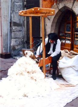 Le Cardeur savoyard. Source : http://data.abuledu.org/URI/512a4590-le-cardeur-savoyard