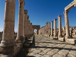 Le Cardo nord à Jerash. Source : http://data.abuledu.org/URI/54b53baf-le-cardo-nord-a-jerash