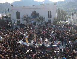 Le carnaval de Skyros en Grèce. Source : http://data.abuledu.org/URI/5271034e-le-carnaval-de-skyros-en-grece