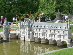 Le château de Chenonceau en miniature. Source : http://data.abuledu.org/URI/50f11ef8-le-chateau-de-chenonceau-en-miniature