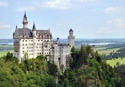 Le Château de Neuschwanstein. Source : http://data.abuledu.org/URI/47f50a77-hohenschwangau-schloss-neuschwanstein1-jpg