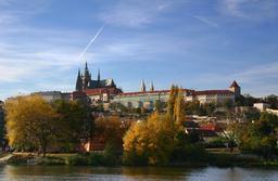 Le château de Prague en automne. Source : http://data.abuledu.org/URI/5273d9e1-le-chateau-de-prague-en-automne