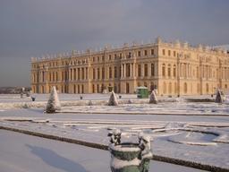 Le château de Versailles sous la neige. Source : http://data.abuledu.org/URI/520fdea4-le-chateau-de-versailles-sous-la-neige