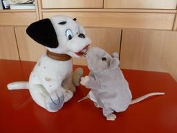Le chien et la souris en peluche. Source : http://data.abuledu.org/URI/53ffd7ac-le-chien-et-la-souris-en-peluche