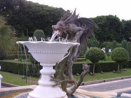 Le dragon de la fontaine à Singapour. Source : http://data.abuledu.org/URI/533c1b1b-le-dragon-de-la-fontaine-a-singapour